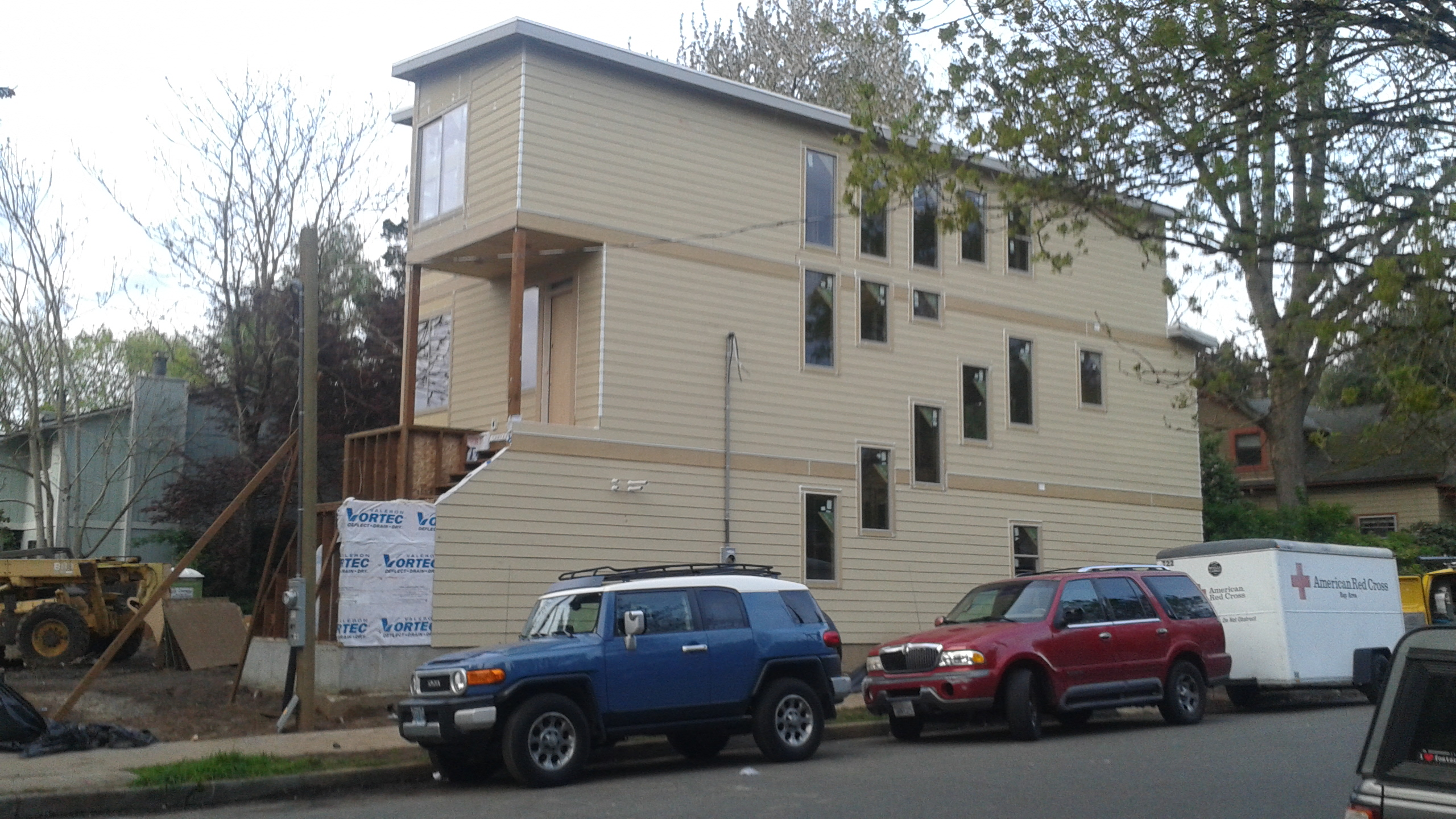 Skinny house construction continues the portland chronicle for Building a house in portland oregon